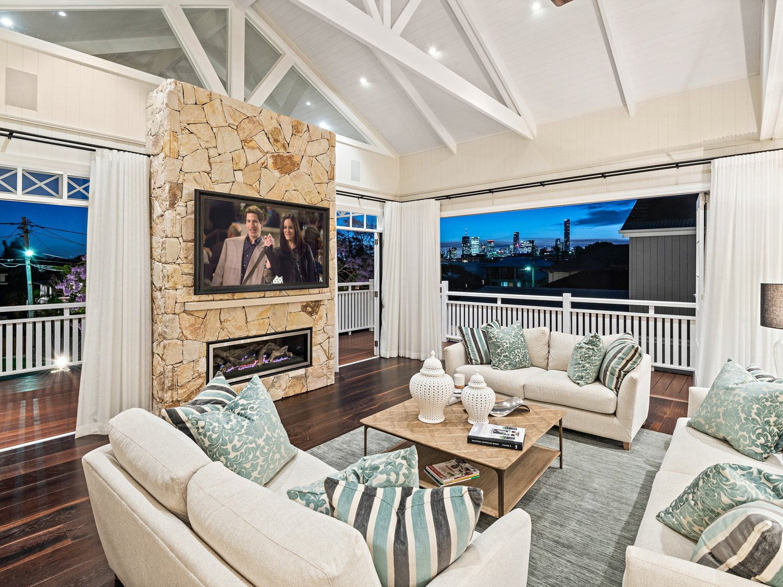 Hawthorne Hamptons House - Mirror TV
